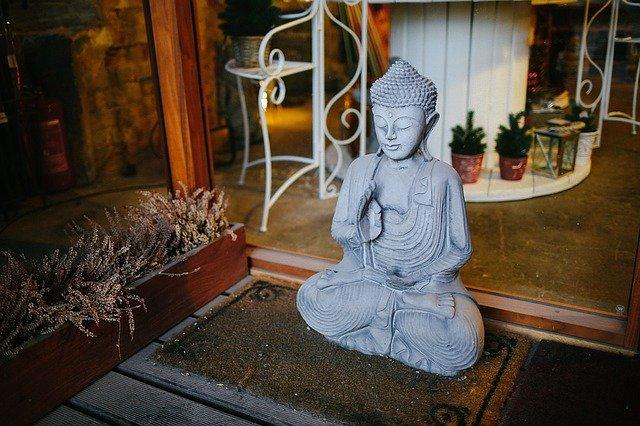 soška v buddhistickém chrámu.jpg